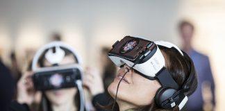 Virtual Reality Headgear